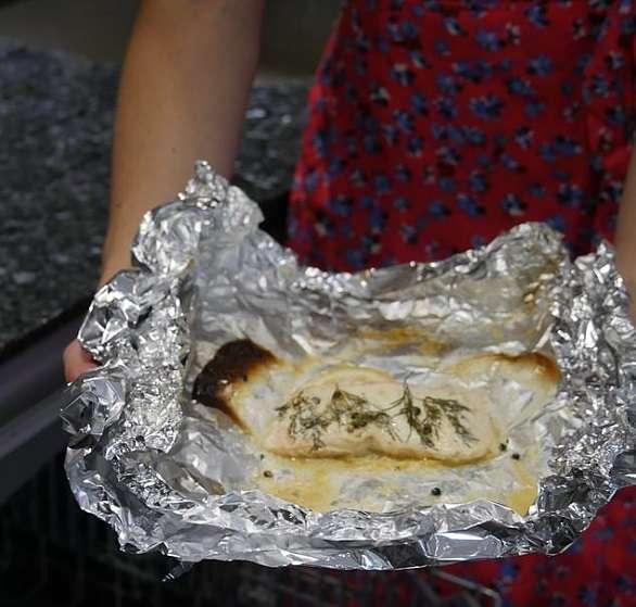طاهية بريطانية تطهو أطباقاً لذيذة بجلاية الصحون! إليكم الوصفات