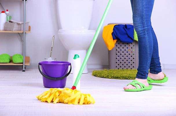تنظيف الحمام العفن